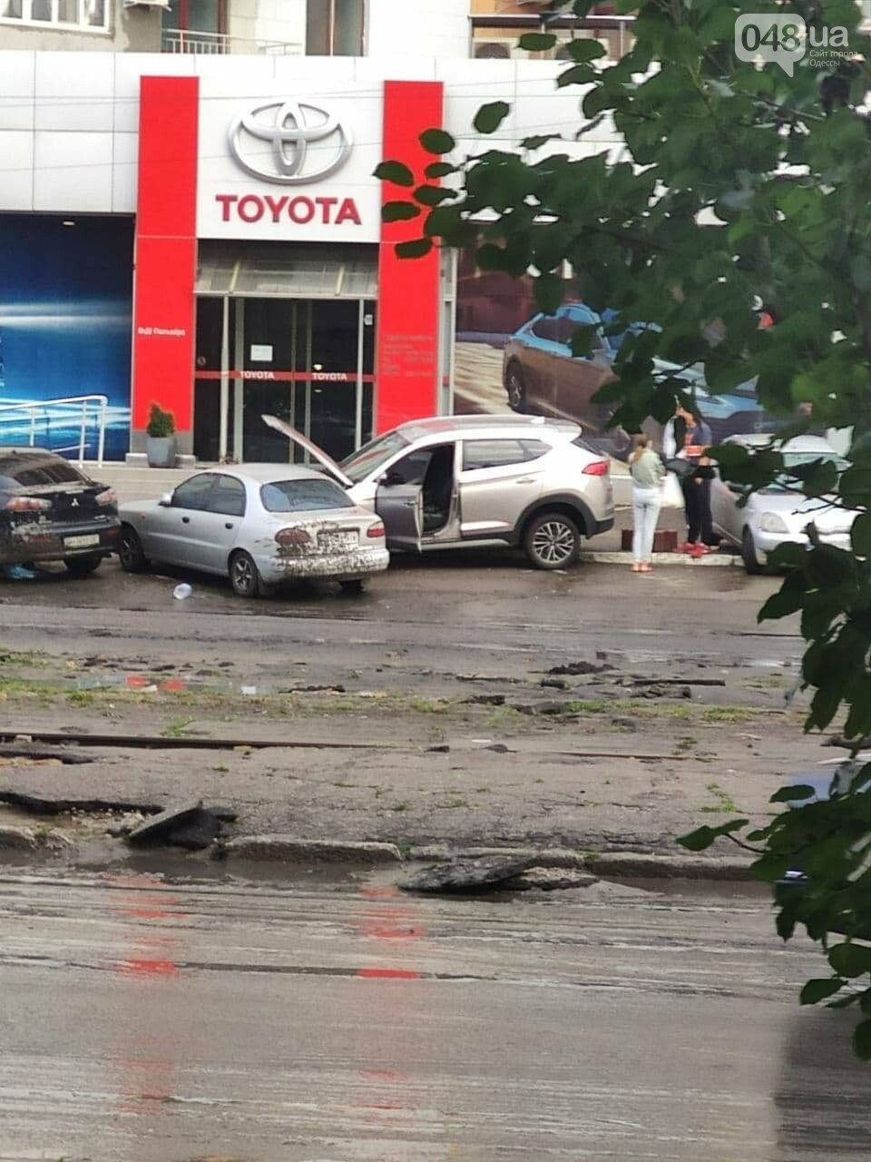 Ливень в Одессе: на ул. Балковской стихия затопила и помяла автомобили,- ФОТО, ВИДЕО, фото-2