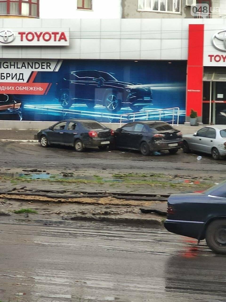 Ливень в Одессе: на ул. Балковской стихия затопила и помяла автомобили,- ФОТО, ВИДЕО, фото-3