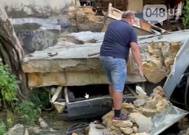 В Одессе из-за ливня обрушилась стена и раздавила автомобили,- ФОТО, фото-3