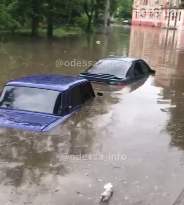 В Одессе после ночного ливня утонула маршрутка с людьми,- ФОТО, ВИДЕО, фото-2