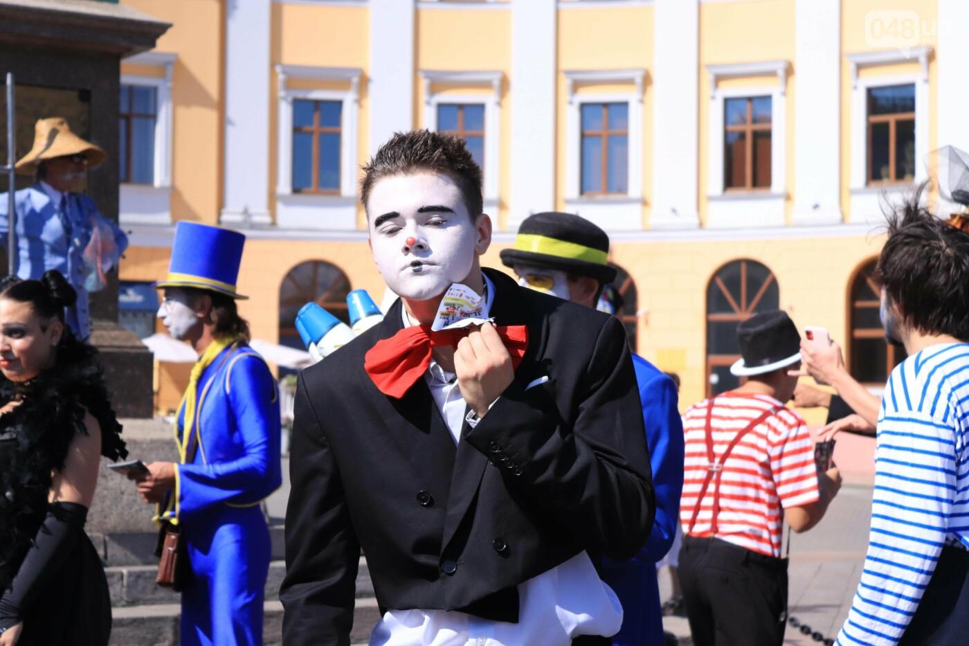 Парад клоунов в Одессе: яркая колонна шла от Дюка в Горсад, - ФОТО, ВИДЕО, СТРИМ, фото-18