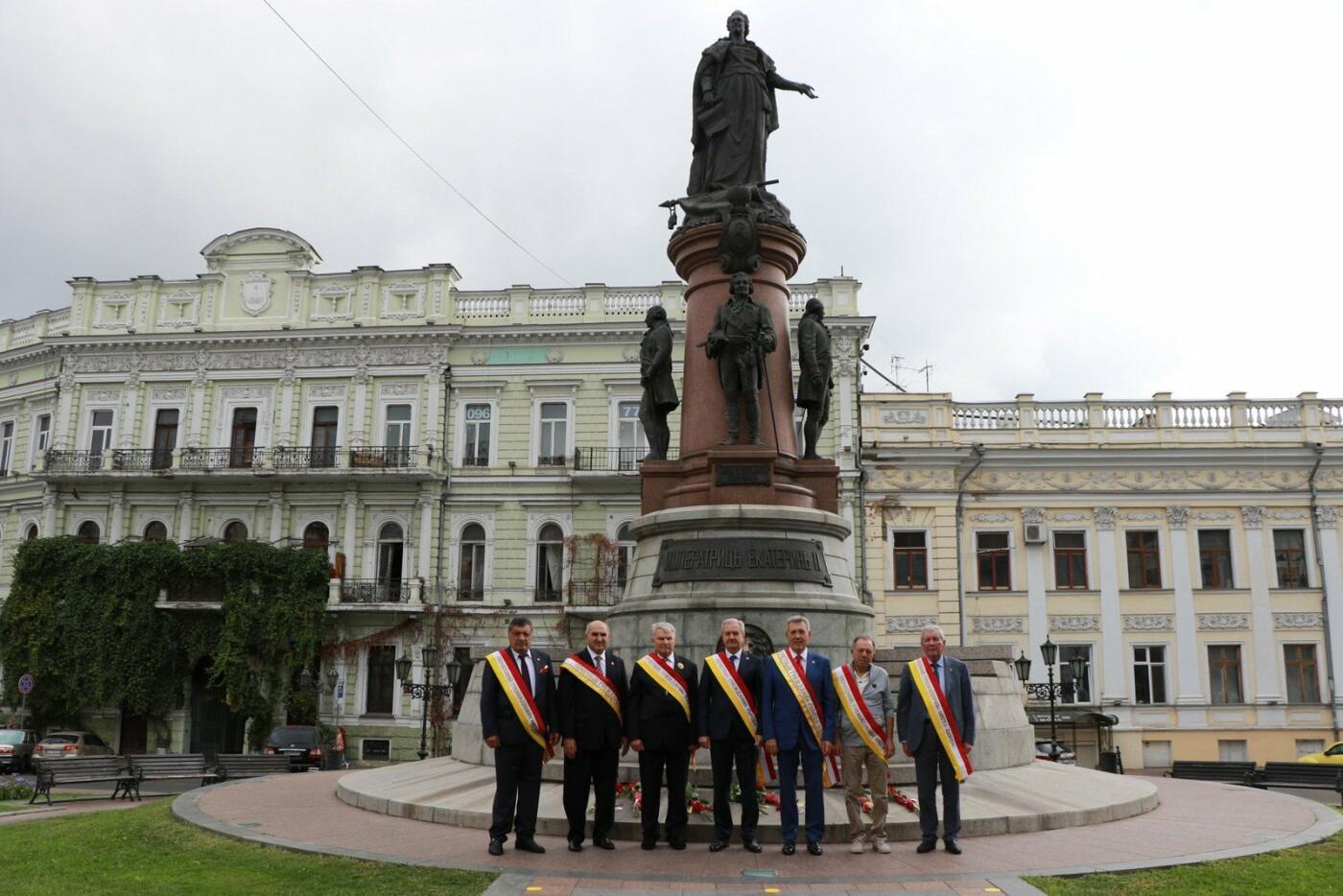 День Одессы 2021: почетные граждане возложили розы к памятнику Екатерине II,- ФОТО, фото-1