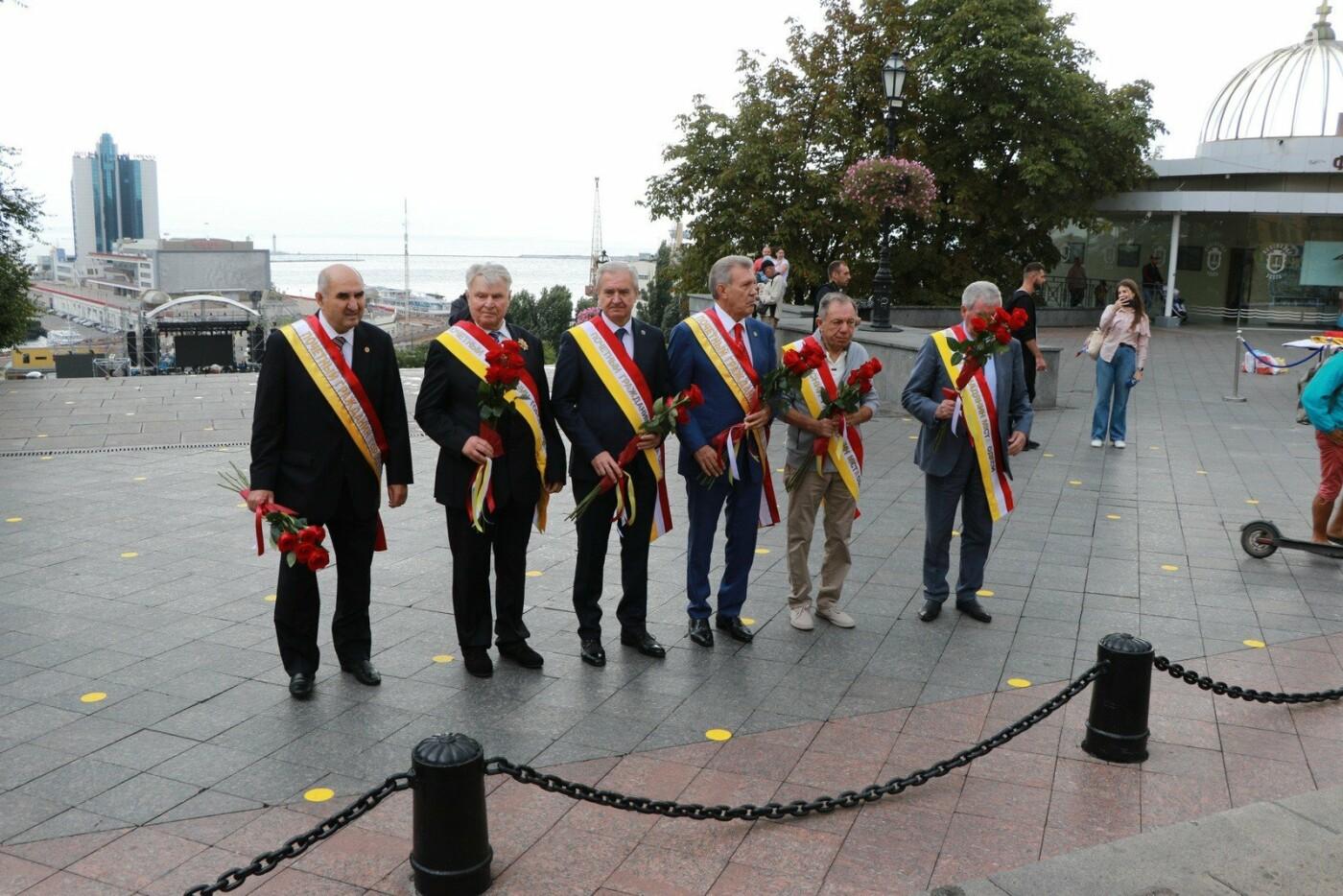 День Одессы 2021: почетные граждане возложили розы к памятнику Екатерине II,- ФОТО, фото-6