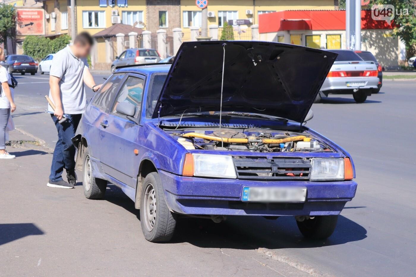 Могли взорваться: в Одессе КАМАЗ протаранил на светофоре легковушку с баллоном газа в багажнике, - ФОТО , фото-2