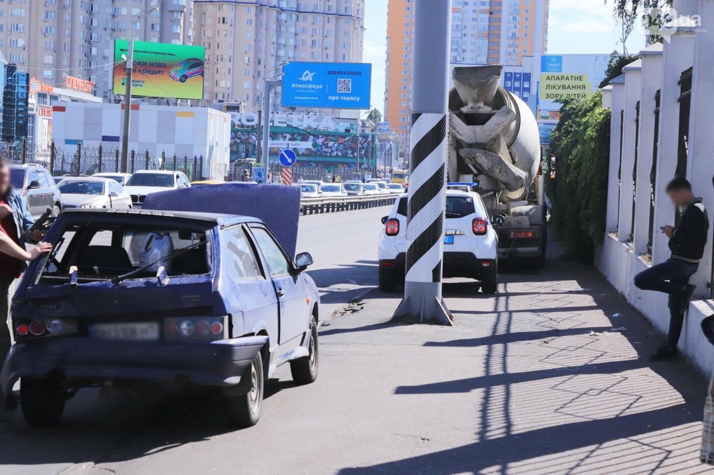 Могли взорваться: в Одессе КАМАЗ протаранил на светофоре легковушку с баллоном газа в багажнике, - ФОТО , фото-9