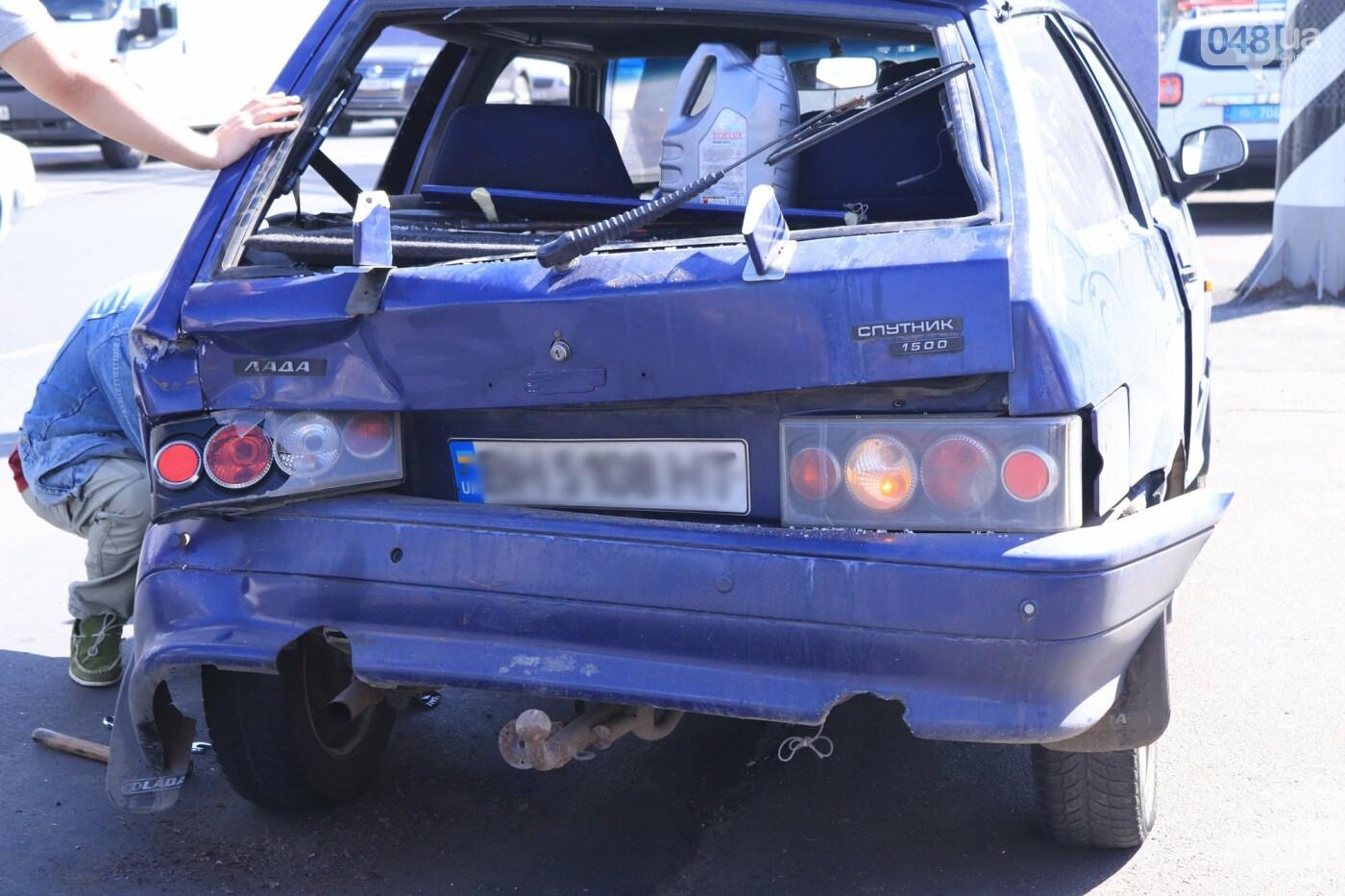 Могли взорваться: в Одессе КАМАЗ протаранил на светофоре легковушку с баллоном газа в багажнике, - ФОТО , фото-3