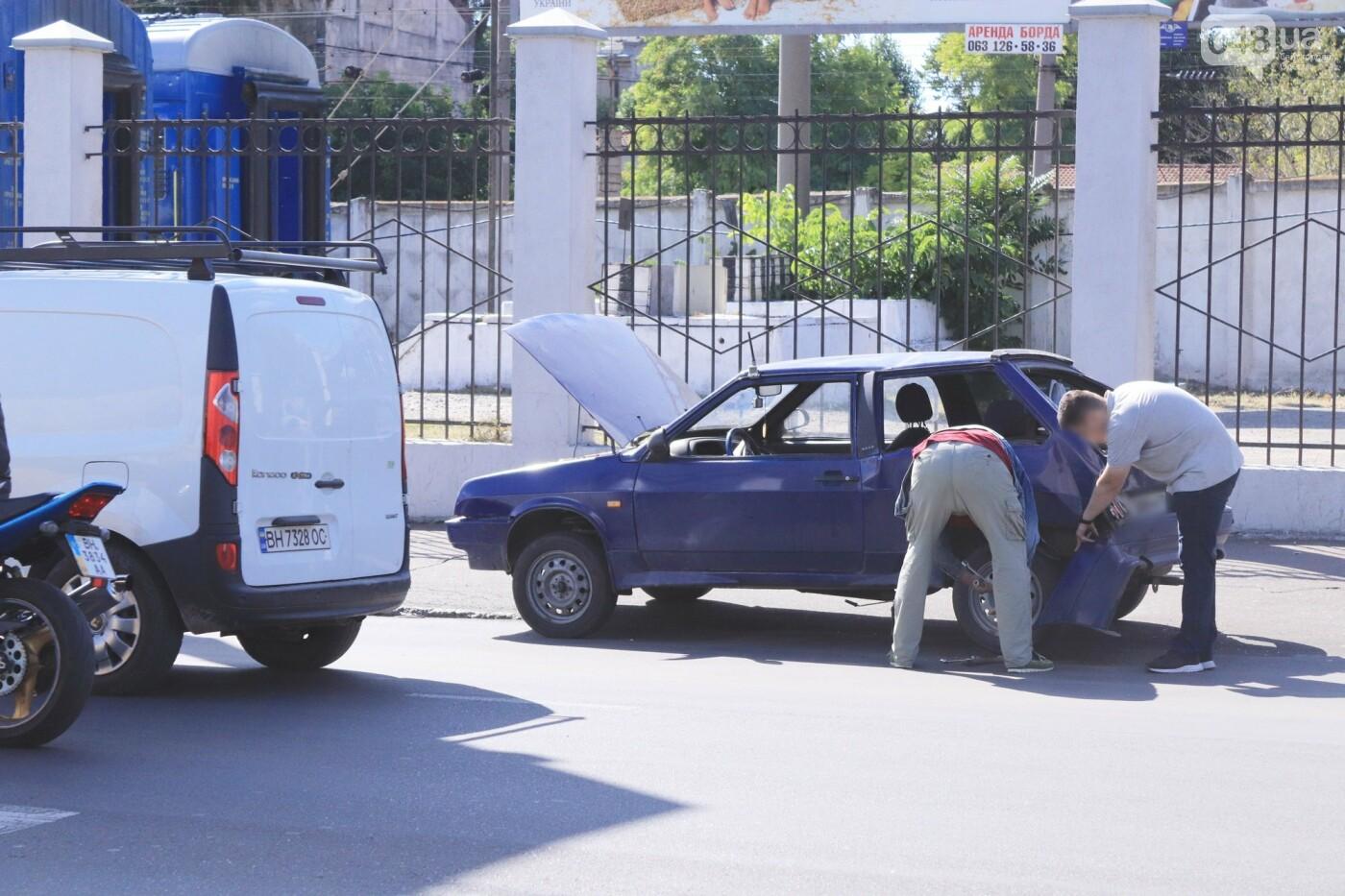 Могли взорваться: в Одессе КАМАЗ протаранил на светофоре легковушку с баллоном газа в багажнике, - ФОТО , фото-7