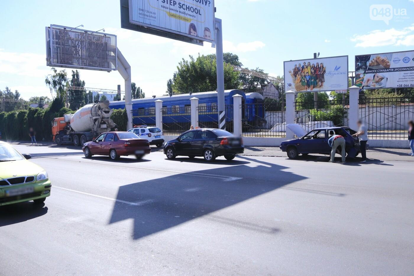 Могли взорваться: в Одессе КАМАЗ протаранил на светофоре легковушку с баллоном газа в багажнике, - ФОТО , фото-8