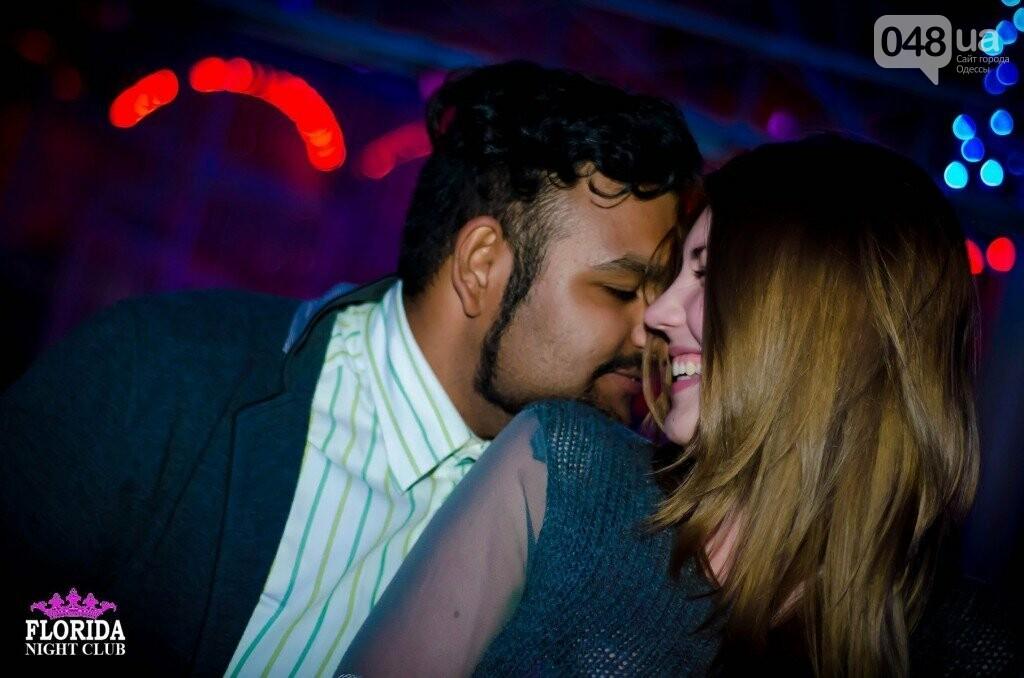 Girl on girl kissing videos