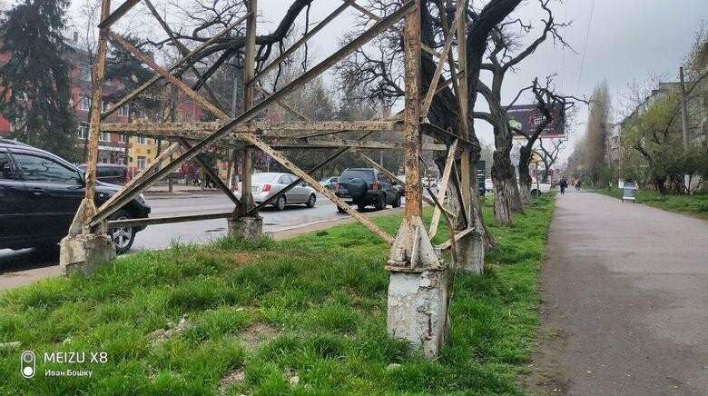 Аварийные электроопоры в Одессе грозят новыми ЧП, — ФОТО