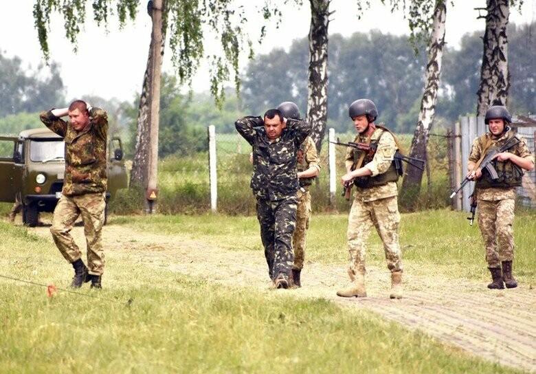Стрельба и слезоточивый газ - в Одессе напали на воинскую часть