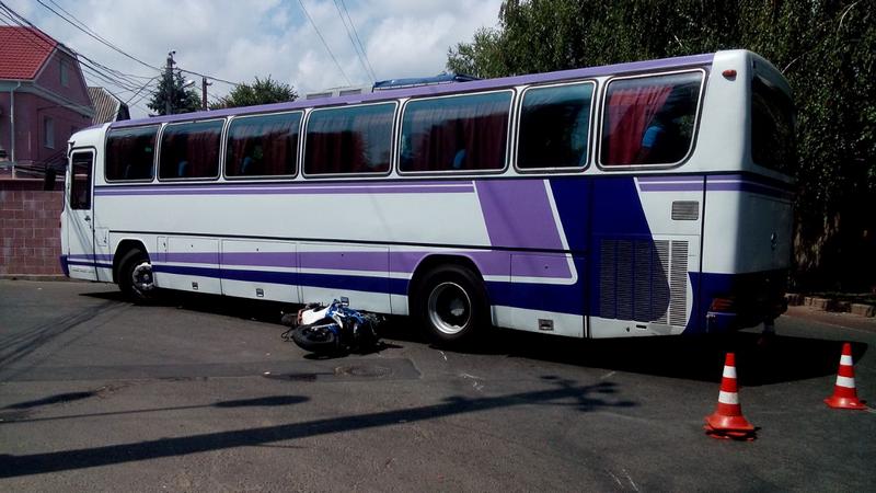 В Одессе мотоциклист угодил под автобус (ФОТО), фото-1