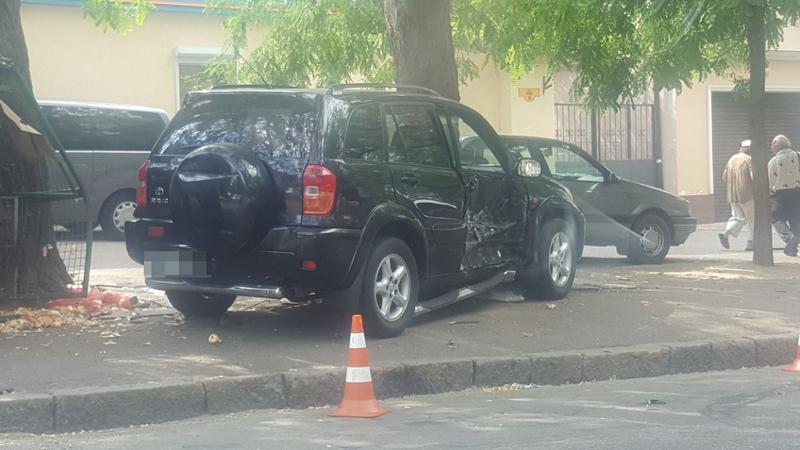 На перекрестке в центре Одессы разбились автомобили: есть жертва (ФОТО), фото-2