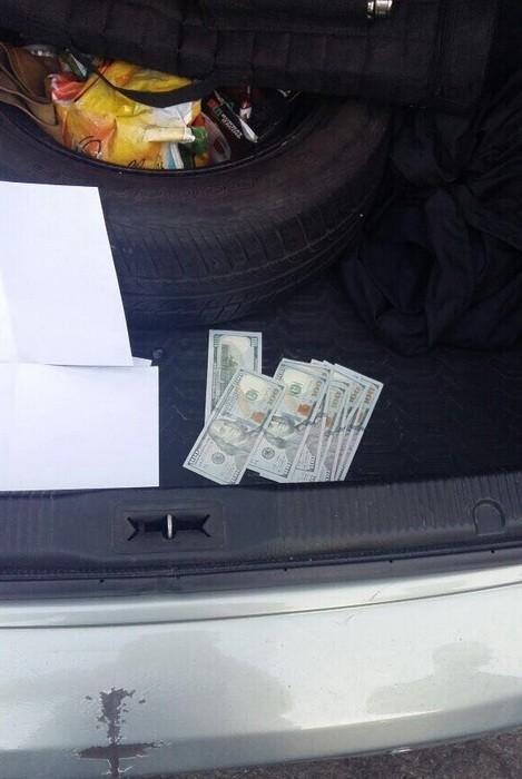 Попался! В Одессе задержали чиновника за взятку (ФОТО), фото-3