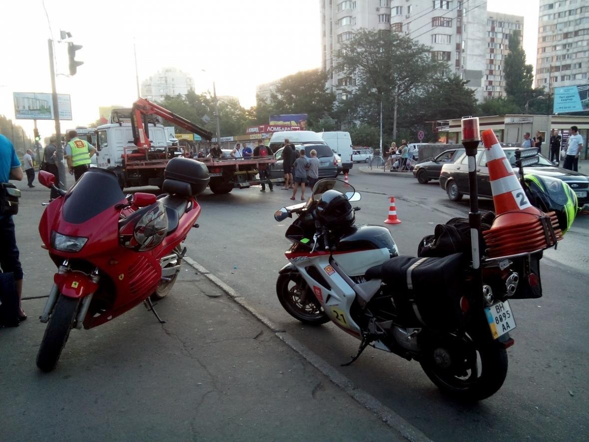 В Одессе произошла тройная авария: мотоциклист попал в больницу (ФОТО), фото-1