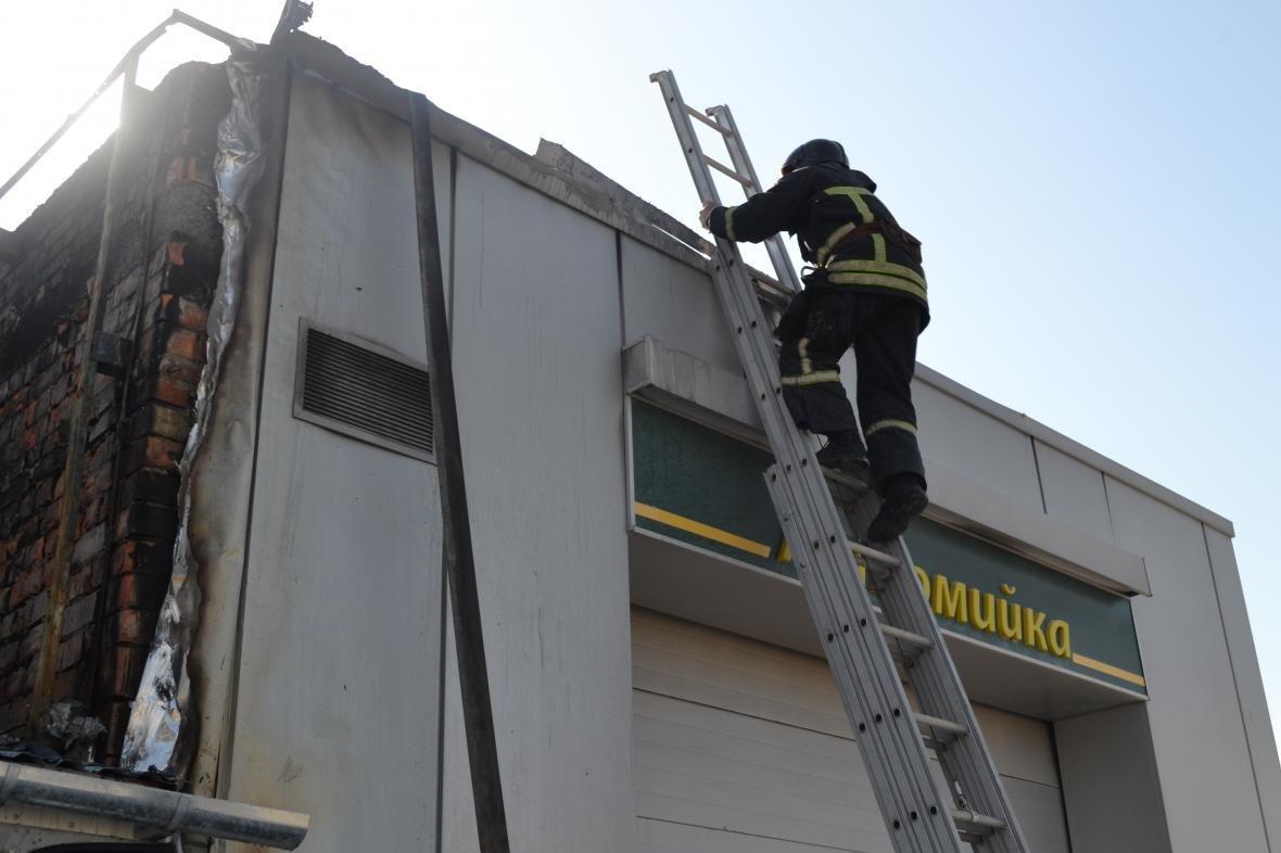 Под Одессой рядом с заправкой горела автомойка (ФОТО), фото-1