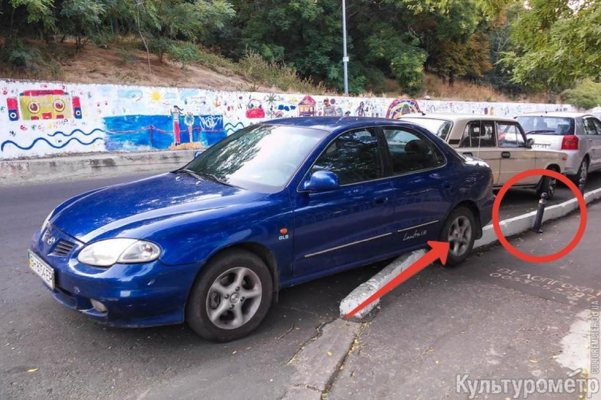 В Одессе авто повисло на антипарковочном столбике (ФОТО), фото-2