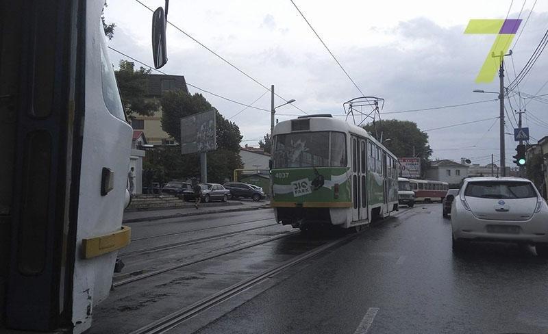В Одессе на Фонтане внедорожник «влетел» в маршрутку (ФОТО), фото-1