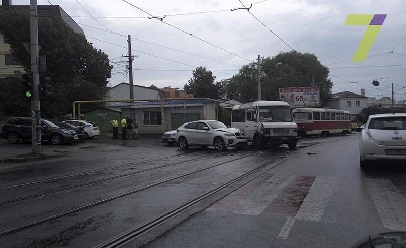В Одессе на Фонтане внедорожник «влетел» в маршрутку (ФОТО), фото-2