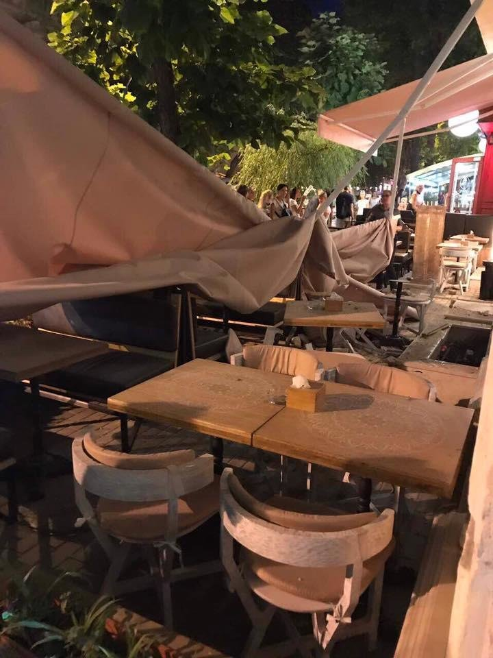 В центре Одессы на террасу ресторана рухнул фасад дома (ФОТО), фото-3