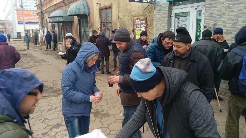 На Новый год в Одессе бездомным тоже устроили праздник, - ФОТО, фото-1