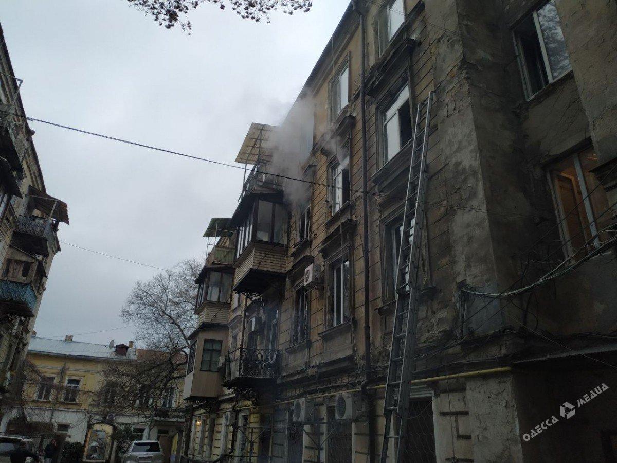 Пожар в центре Одессы: на месте работают спасатели и врачи, - ФОТО, фото-2