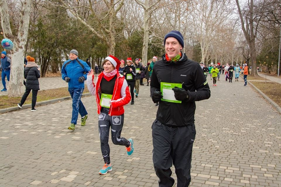 Забегом по похмелью: одесситы устроили новогодний забег на 2019 метров, - ФОТО, фото-27