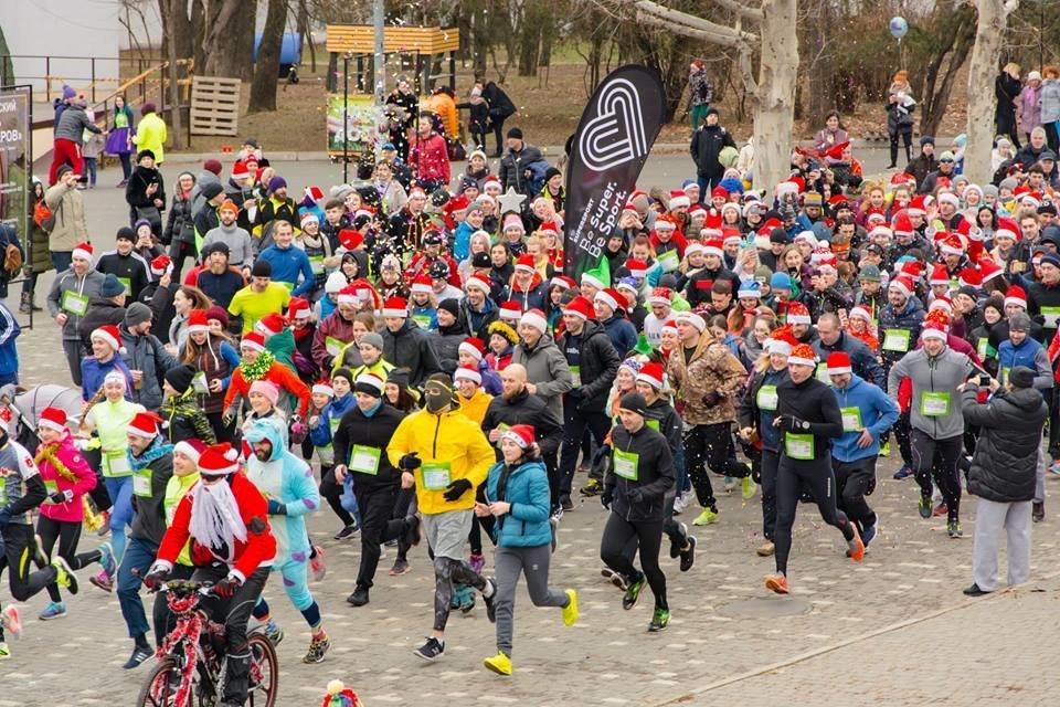 Забегом по похмелью: одесситы устроили новогодний забег на 2019 метров, - ФОТО, фото-26