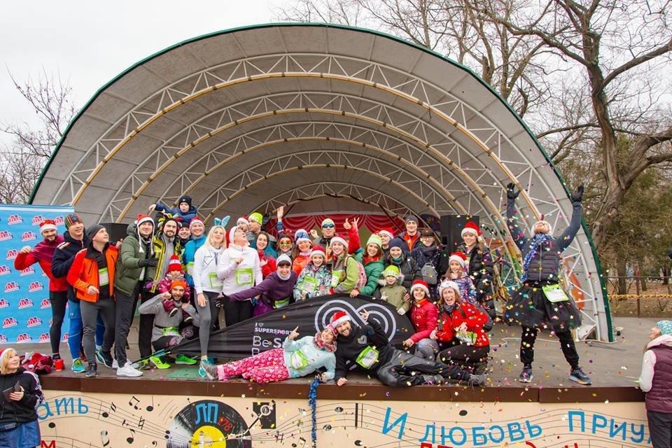 Забегом по похмелью: одесситы устроили новогодний забег на 2019 метров, - ФОТО, фото-25