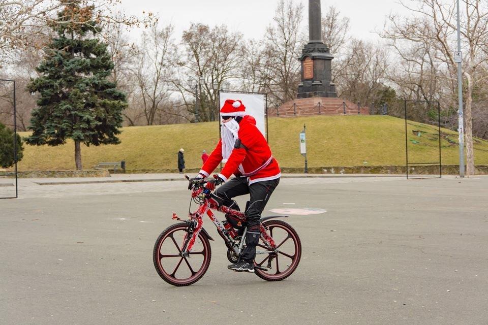 Забегом по похмелью: одесситы устроили новогодний забег на 2019 метров, - ФОТО, фото-7
