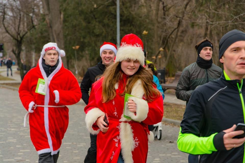Забегом по похмелью: одесситы устроили новогодний забег на 2019 метров, - ФОТО, фото-8