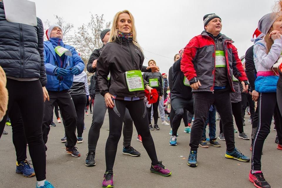 Забегом по похмелью: одесситы устроили новогодний забег на 2019 метров, - ФОТО, фото-11