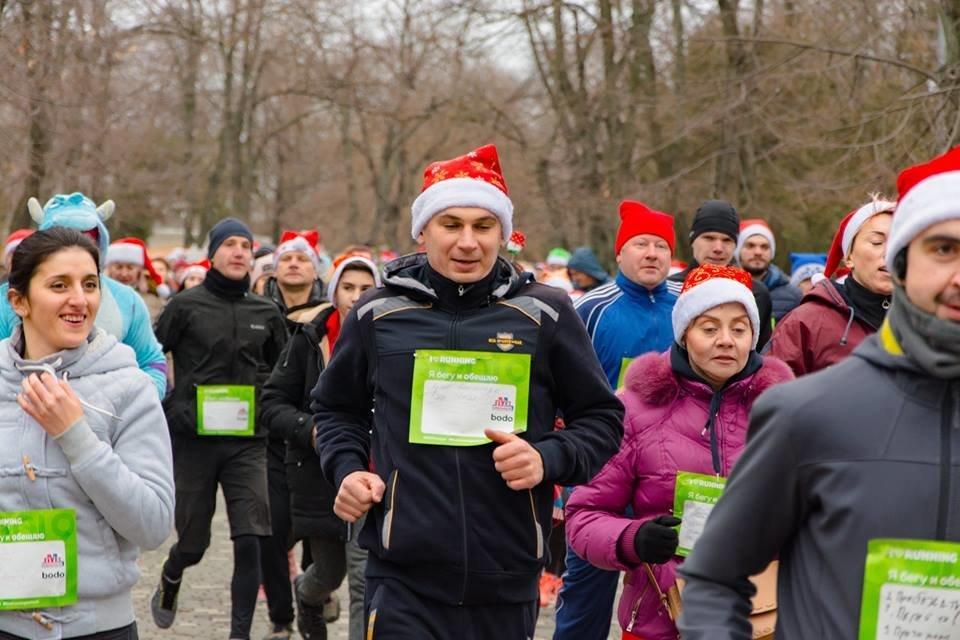 Забегом по похмелью: одесситы устроили новогодний забег на 2019 метров, - ФОТО, фото-12