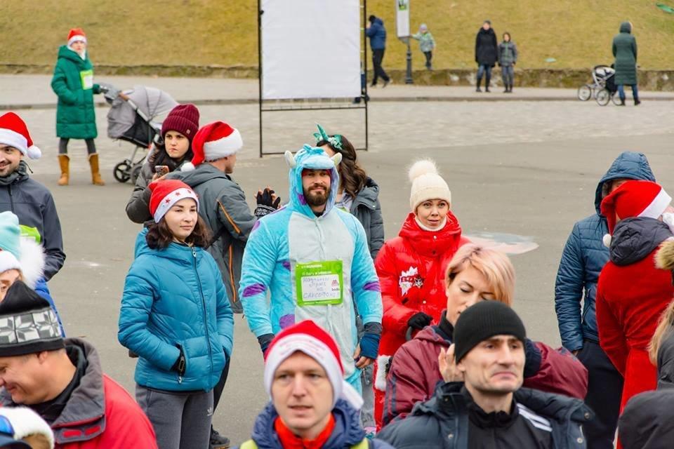 Забегом по похмелью: одесситы устроили новогодний забег на 2019 метров, - ФОТО, фото-41