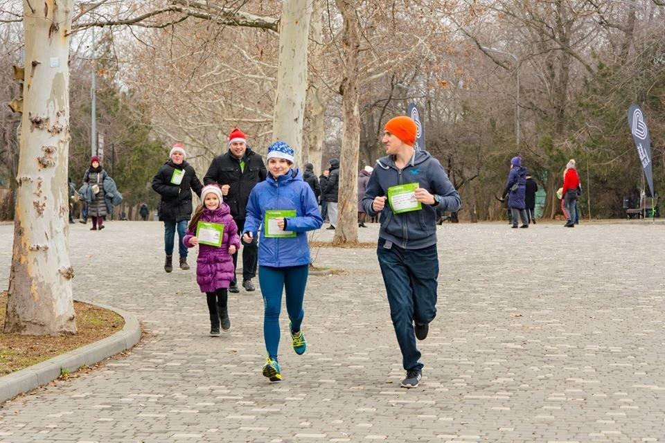 Забегом по похмелью: одесситы устроили новогодний забег на 2019 метров, - ФОТО, фото-32
