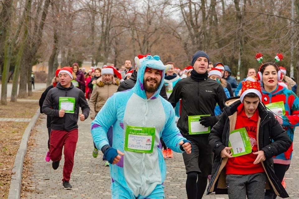 Забегом по похмелью: одесситы устроили новогодний забег на 2019 метров, - ФОТО, фото-19