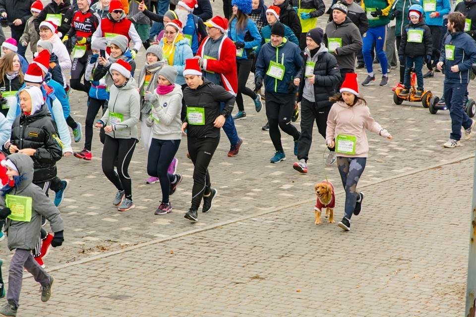 Забегом по похмелью: одесситы устроили новогодний забег на 2019 метров, - ФОТО, фото-33