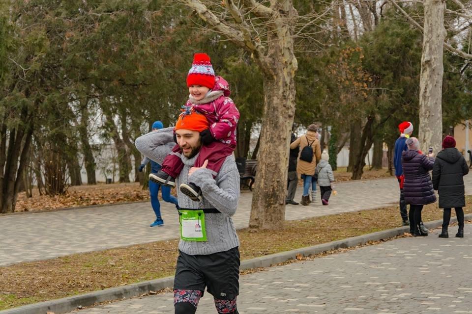Забегом по похмелью: одесситы устроили новогодний забег на 2019 метров, - ФОТО, фото-18