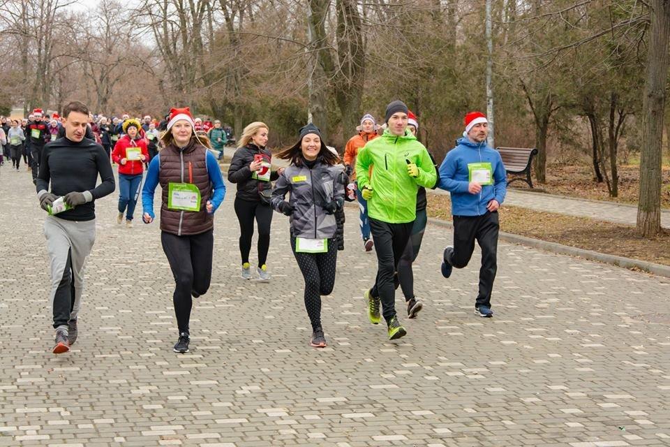 Забегом по похмелью: одесситы устроили новогодний забег на 2019 метров, - ФОТО, фото-39