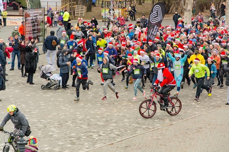 Забегом по похмелью: одесситы устроили новогодний забег на 2019 метров, - ФОТО, фото-35