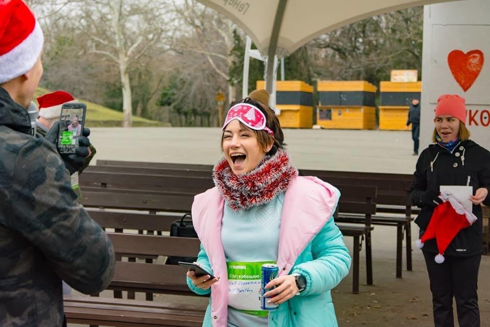 Забегом по похмелью: одесситы устроили новогодний забег на 2019 метров, - ФОТО, фото-37
