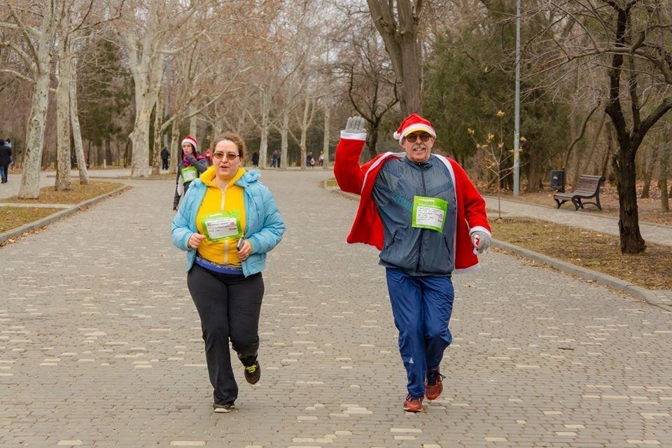 Забегом по похмелью: одесситы устроили новогодний забег на 2019 метров, - ФОТО, фото-40