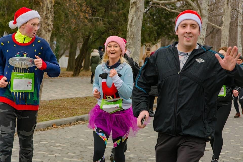 Забегом по похмелью: одесситы устроили новогодний забег на 2019 метров, - ФОТО, фото-16