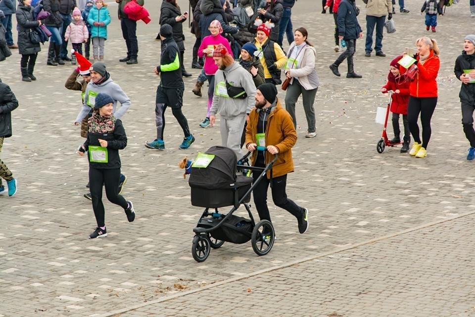 Забегом по похмелью: одесситы устроили новогодний забег на 2019 метров, - ФОТО, фото-21