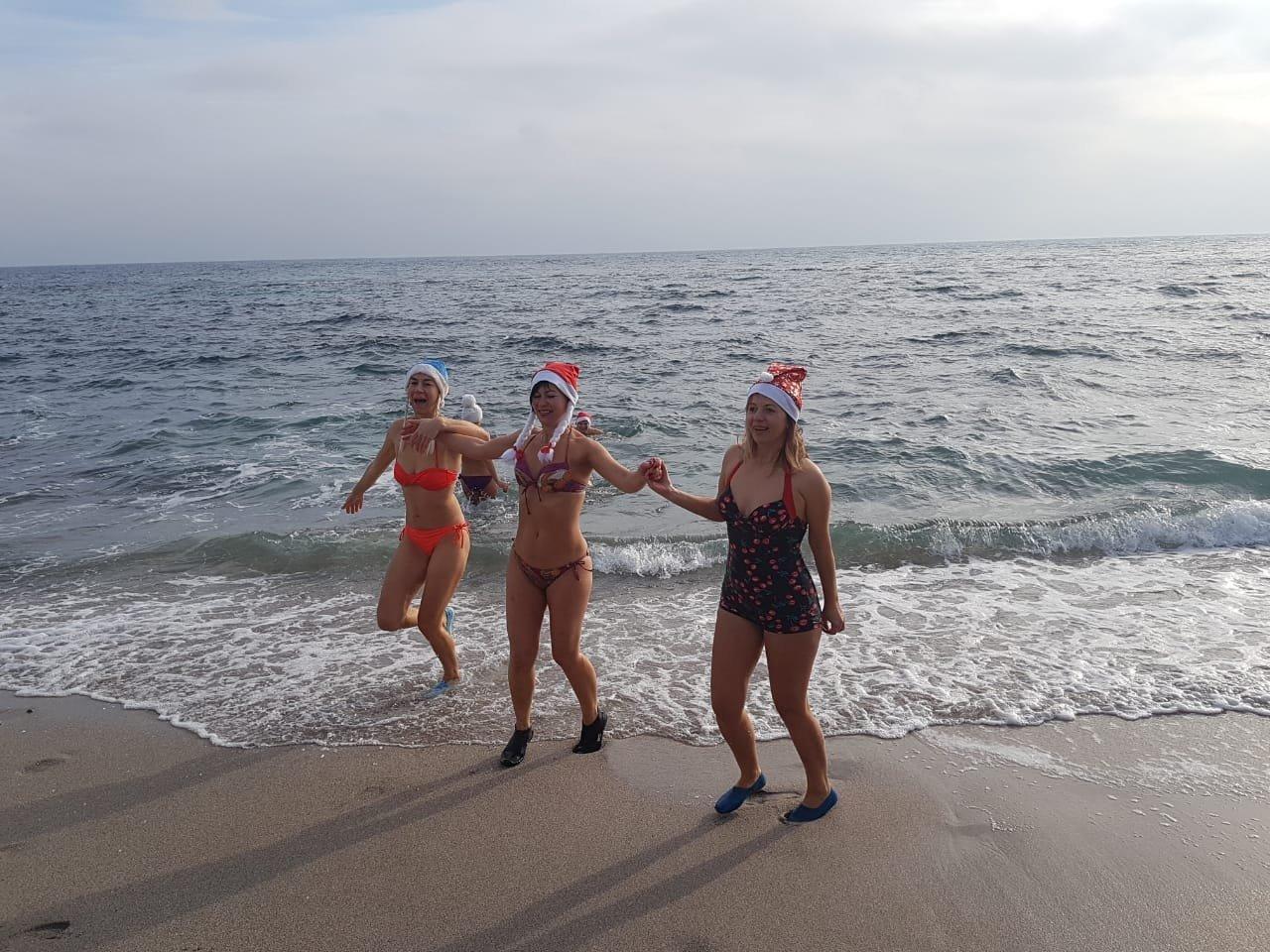 """""""Моржи"""" Одессы покорили море в новом году, - ФОТО, ВИДЕО, фото-1"""