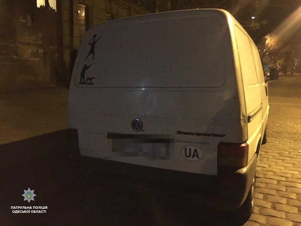 "За ""случайную"" находку двое мужчин попали в отделение полиции в Одессе, - ФОТО, фото-2"