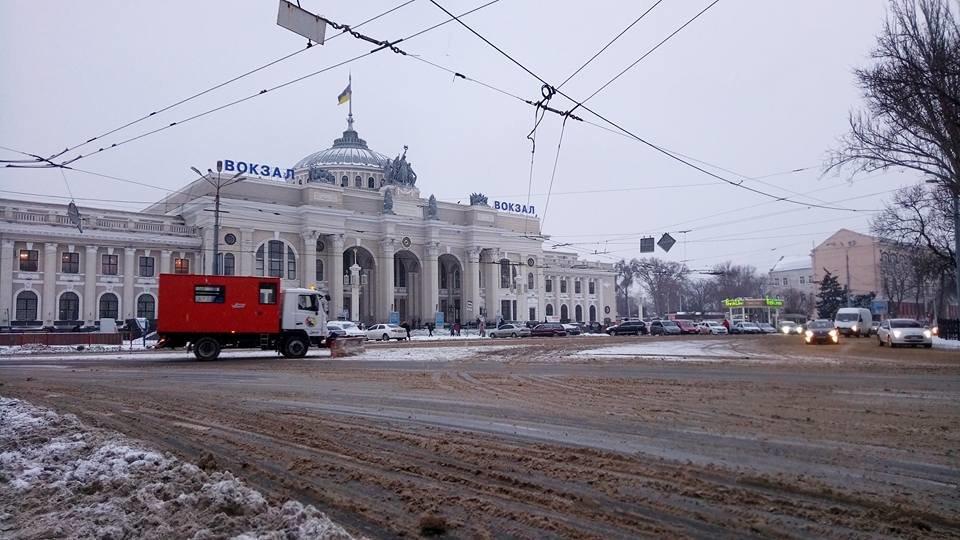 На одесские дороги вышла снегоуборочная техника, - ФОТО, фото-1, Фото: Иван Бошку