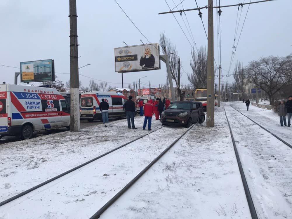 Автомобиль врезался в электроопору в Одессе: пострадал ребенок, - ФОТО, фото-2