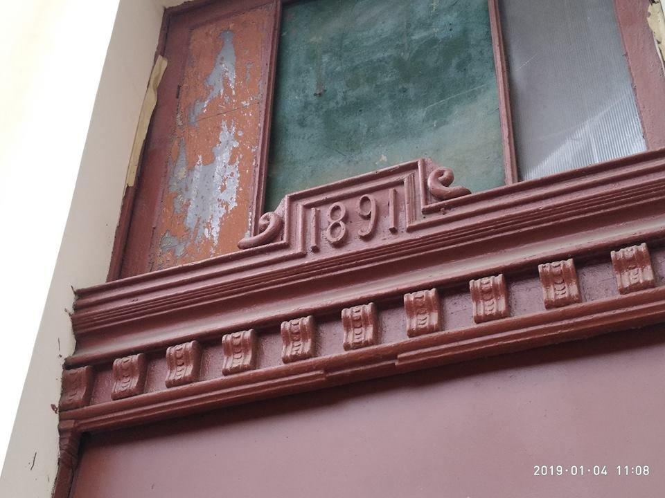 Жители старинного дома в центре Одессы повредили фасад ради собственного удобства, - ФОТО, фото-2