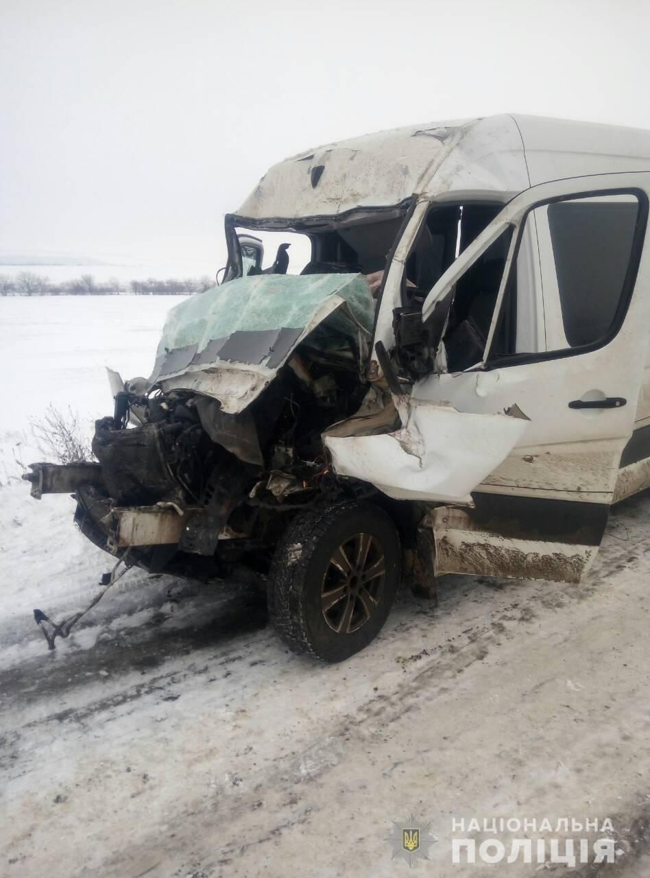 На трассе под Одессой автобус врезался в фуру, есть пострадавшие, - ФОТО, фото-2